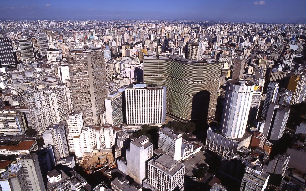 Downtown São Paulo. Image by Marcos Hirakawa.